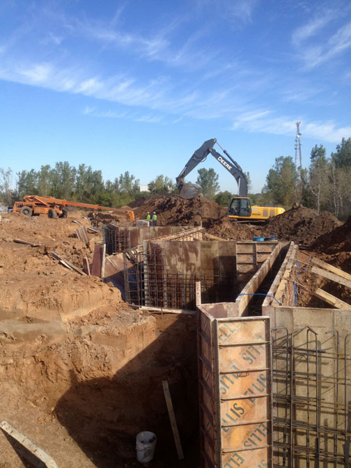 Forming and pouring loading dock lower walls