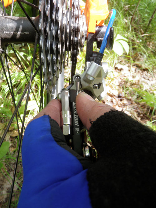 Adjusting the H limit screw to alow the rear derailleur to be set in an easier gear after the cable has broken