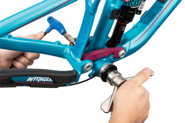 Park Tool BBP-1.2 Bottom Bracket Bearing Press Set being pressed, click to enlarge