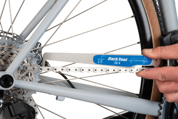 Park Tool CC-4 Chain Checker checking an unworn chain, click to enlarge