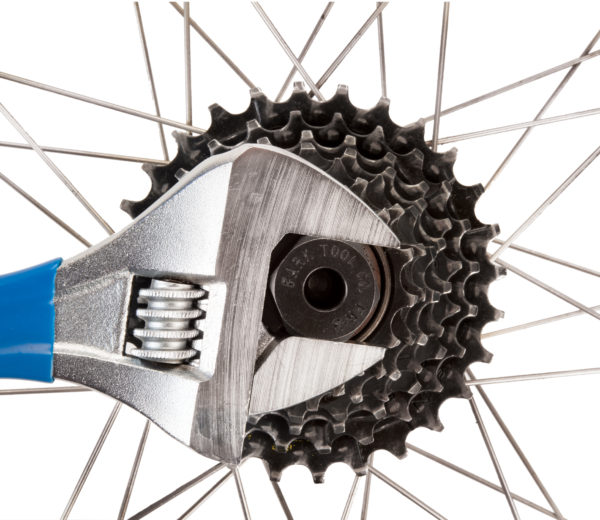 Park Tool FR-3 Freewheel Remover driven by adjustable wrench removing Suntour® four-notch freewheel, click to enlarge