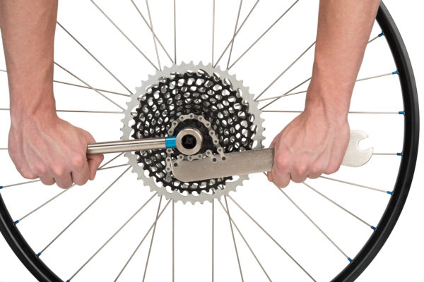 The Park Tool HCW-16.2 Chain Whip / Pedal Wrench used with a FR-5H to remove SRAM® 12-speed cassette, click to enlarge