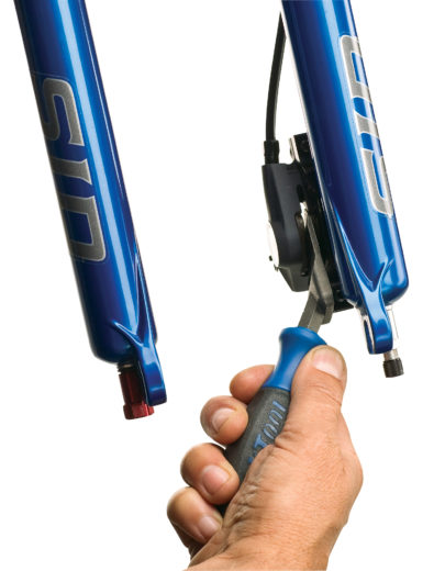 The Park Tool PP-1.2 Hydraulic Brake Piston Press spreading pistons on XTR® brakes, click to enlarge
