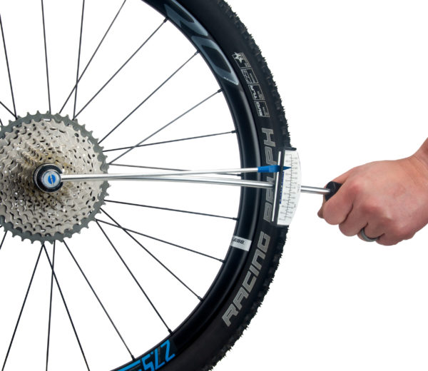 The Park Tool TW-2.2 Beam-Type Torque Wrench torquing a mountain bike cassette, click to enlarge