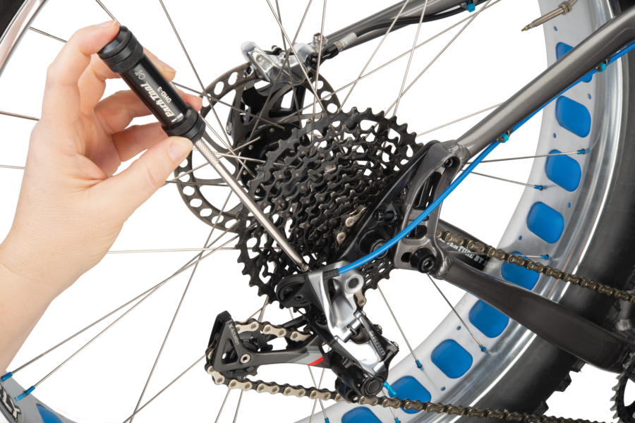 DHD-2 adjusting B tension on SRAM® rear derailleur, enlarged