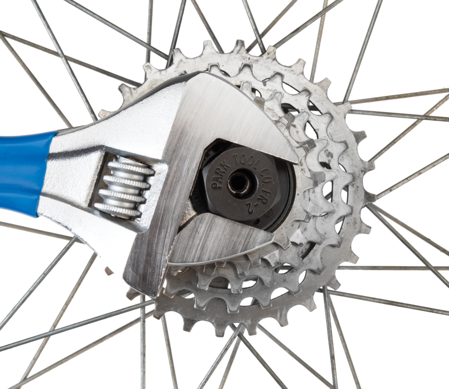 Park Tool FR-2 Freewheel Remover driven by adjustable wrench removing Suntour® two-notch freewheel, enlarged