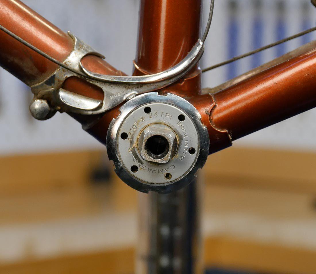 External lockring of adjustable cup bottom bracket