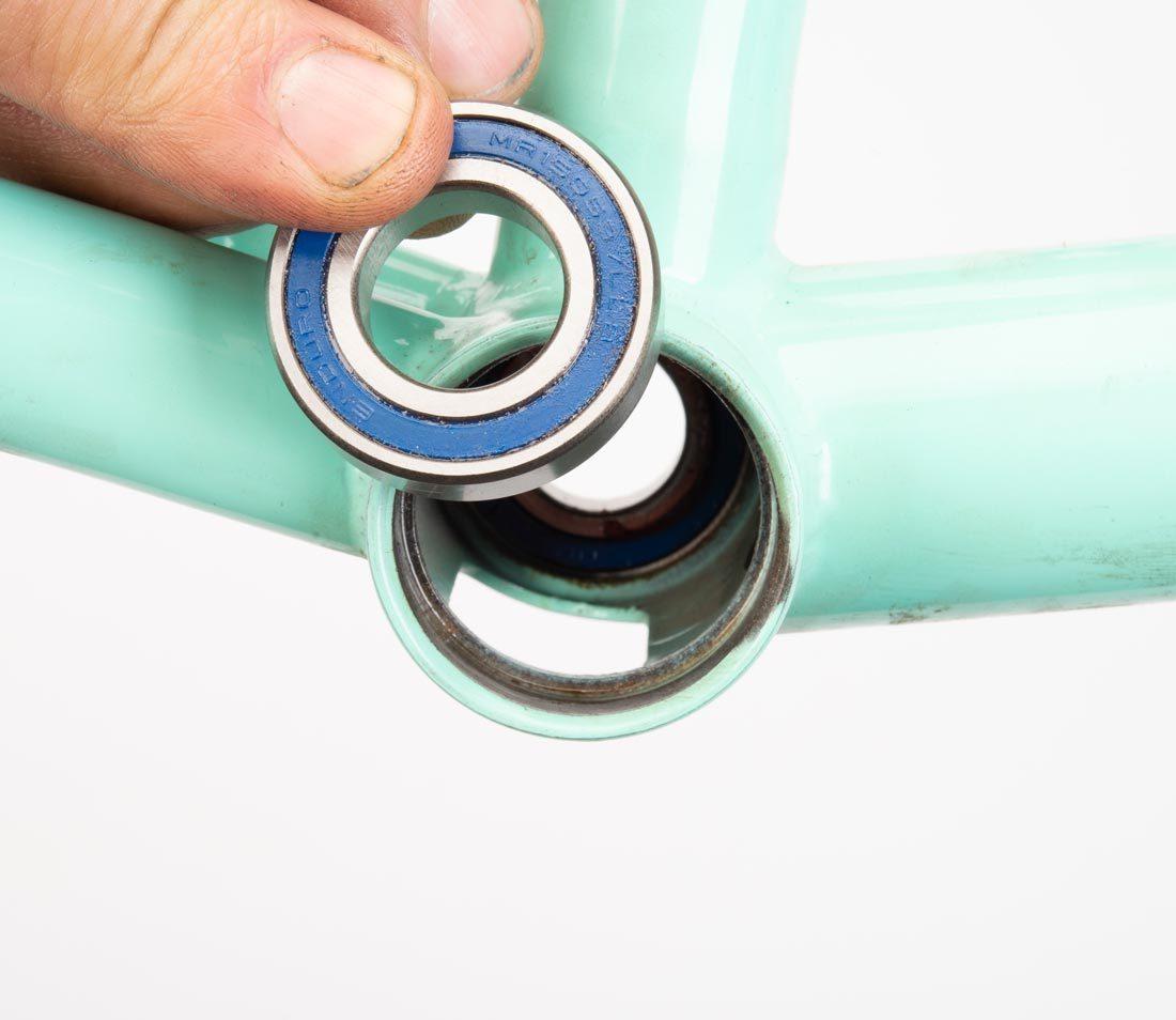 Spanish bottom bracket and bearing