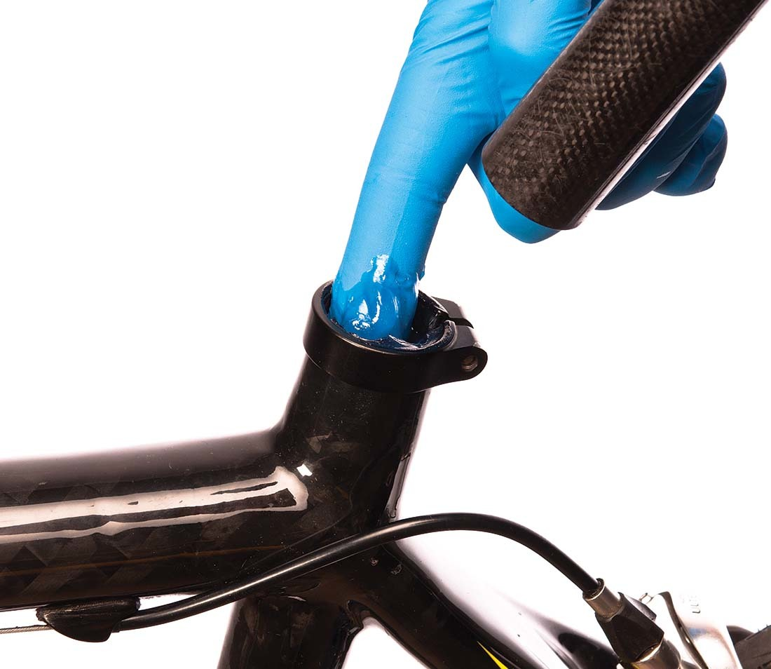 Assembly compound being applied inside a carbon fiber seat tube