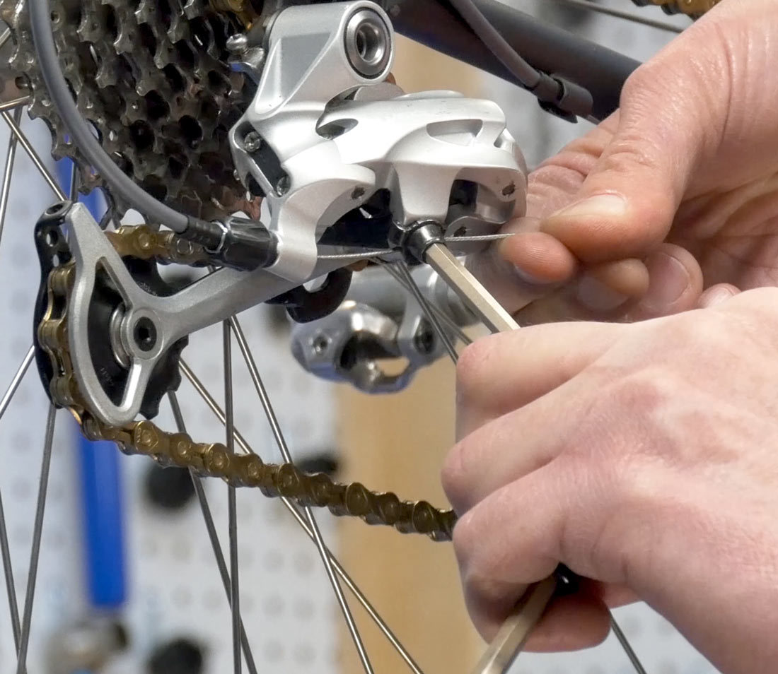 Derailleur cable secured by pinch bolt