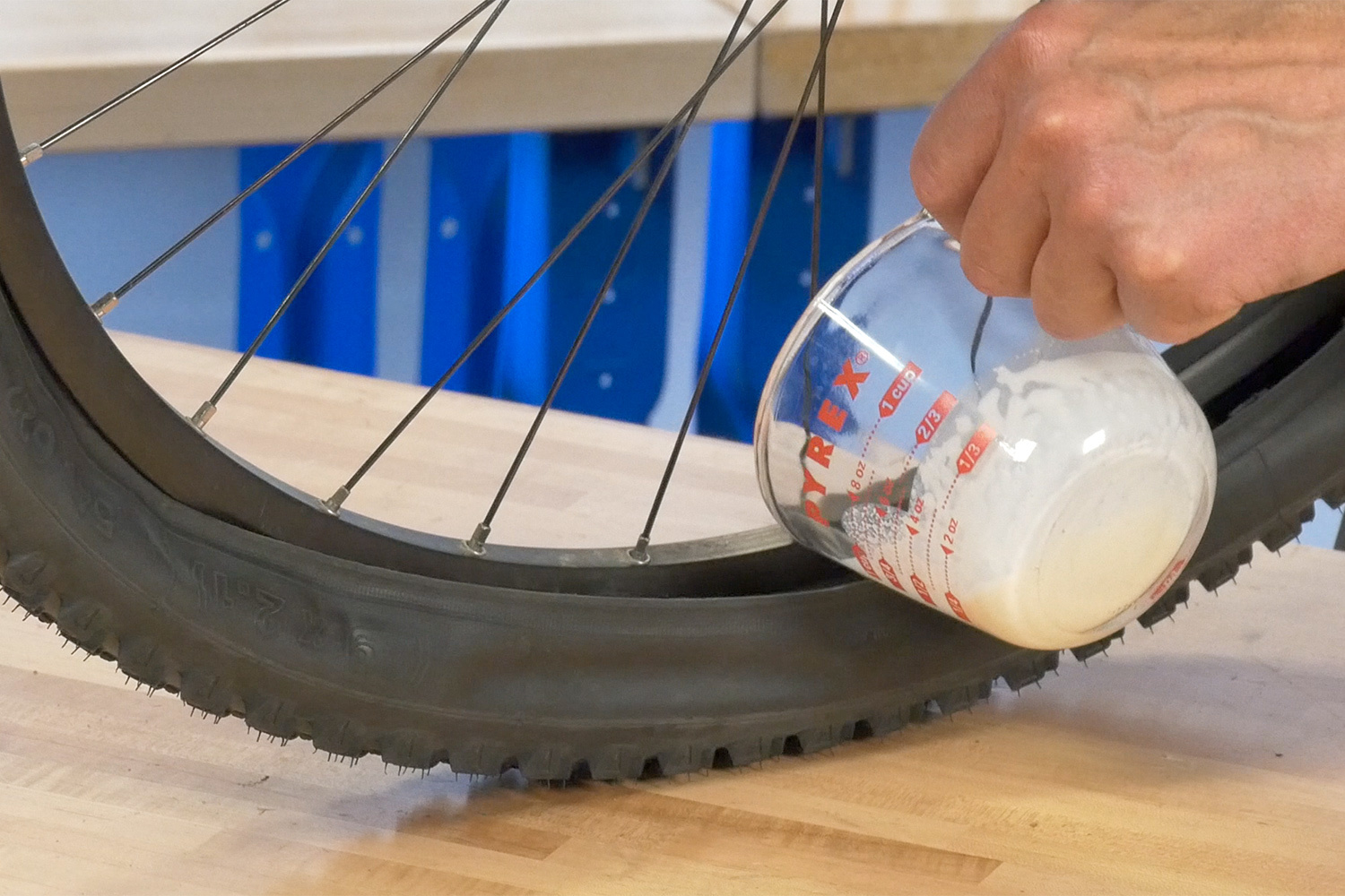 Tubeless Installation 3 Pour Fluid