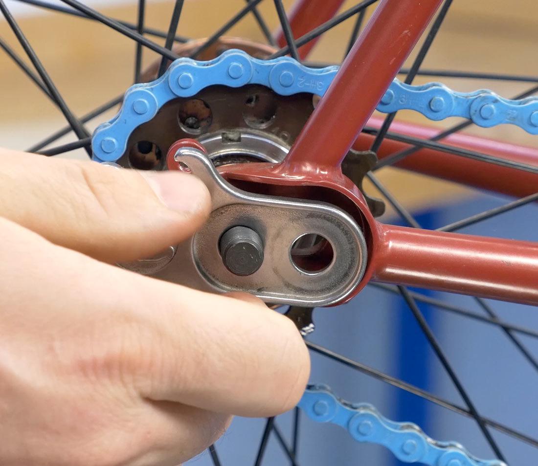 Insert chain tensioner
