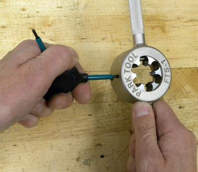 Figure 5. Tighten handle setscrews