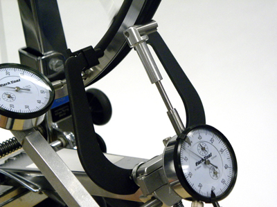 Figure 17. Adjust radial dial bar under one flange